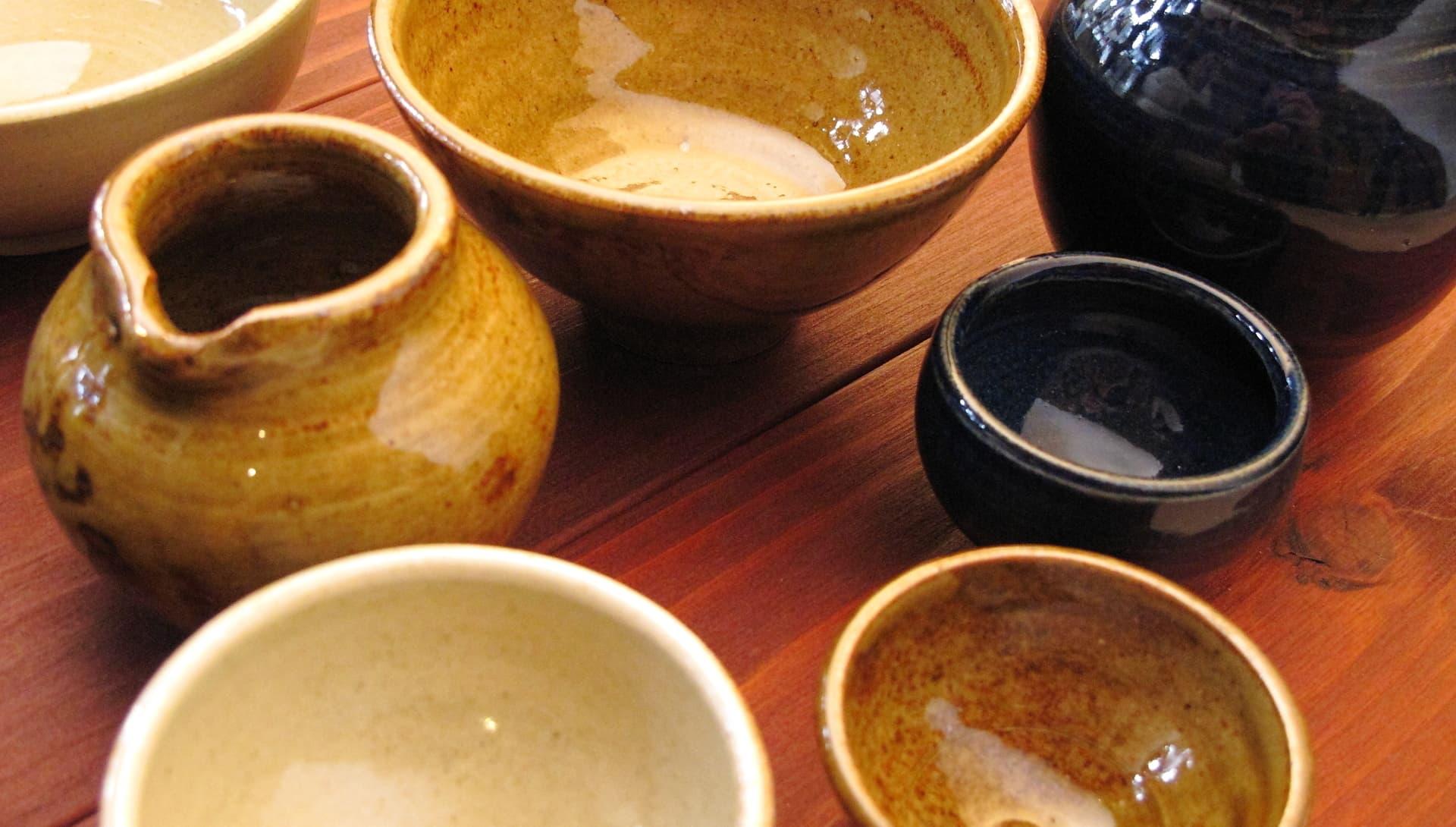 選べる粘土は2種類。選べる釉薬(色)は9種類。いろいろ選べるからオリジナルの作品作りが楽しめますよ!(画像は電動ロクロで作成した作品です)